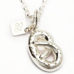 Silver pendant pretzl