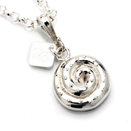 Kanelbulle silver pendant
