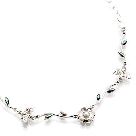 Halsband silver pärla pärlemor blommor och bin Anna Örnberg