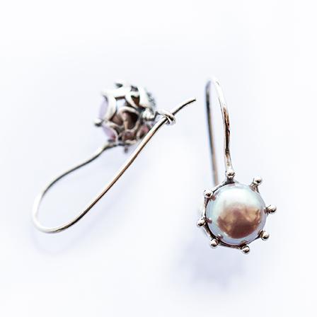 FLORA örhängen silver pärla Anna Örnberg